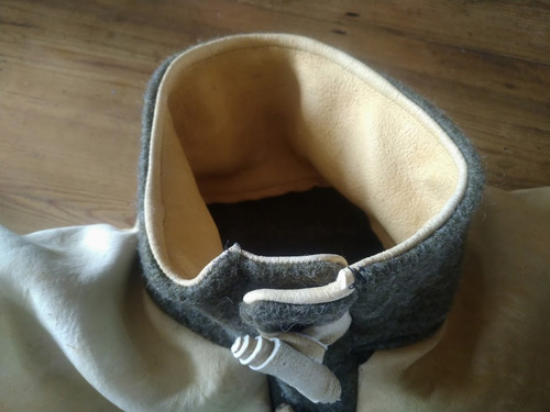 Collar and toggle opening